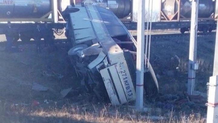 Казахстанцев, пострадавших в ДТП с автобусом на ж-д переезде, доставили в Саратов
