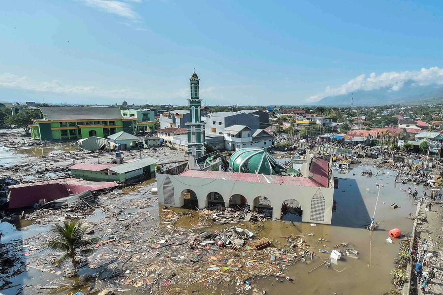 Число жертв цунами в Индонезии может достичь нескольких тысяч - СМИ
