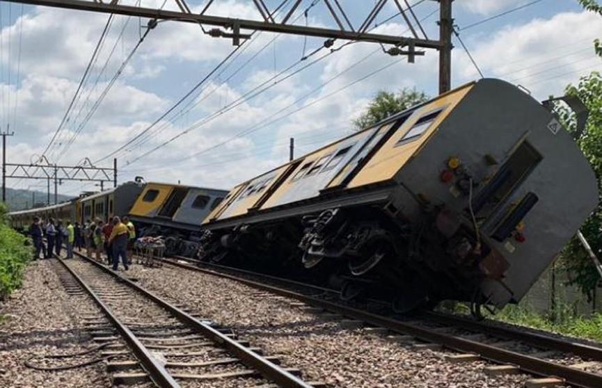Более 300 человек пострадали в результате столкновения поездов в ЮАР