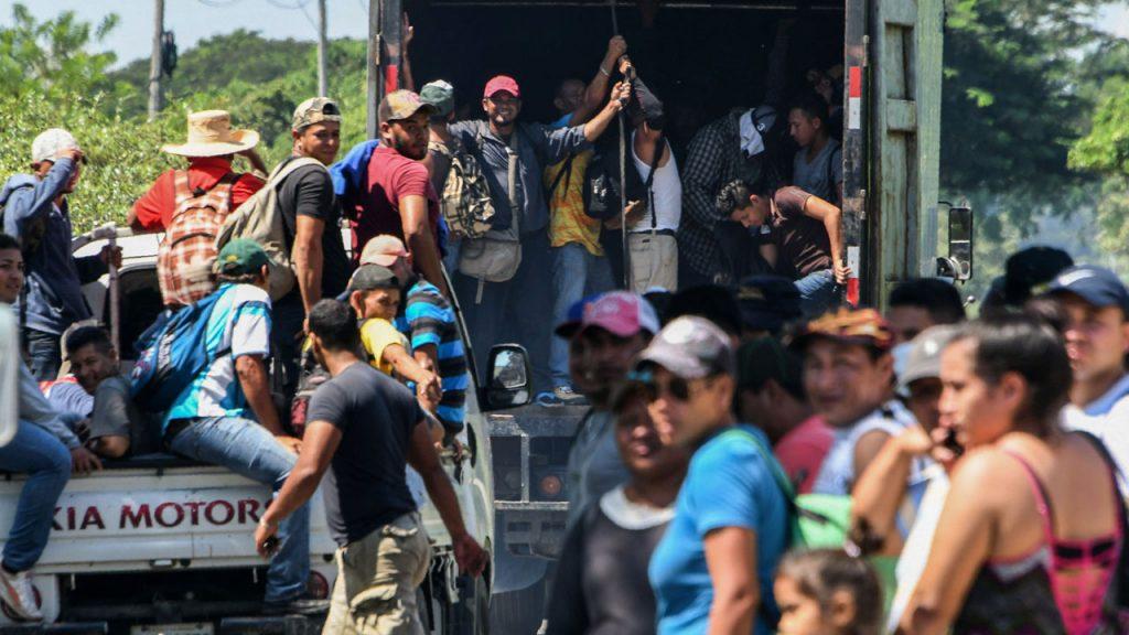 Трамп разрешил стрелять на поражение по беженцам на границе с Мексикой - СМИ