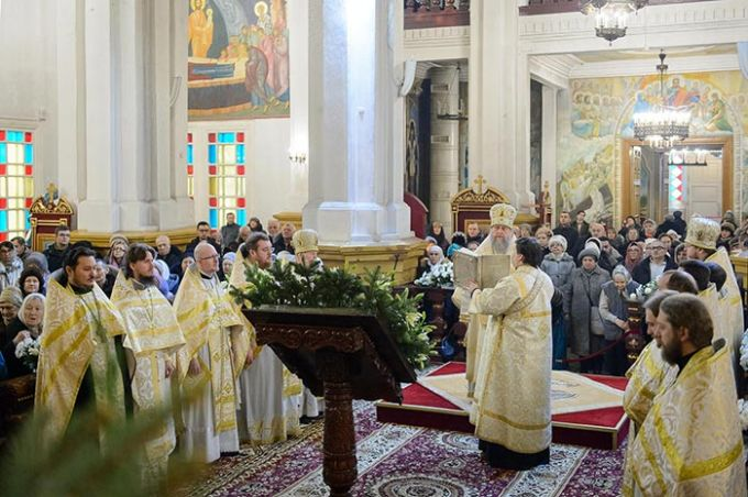 Православные верующие встречают рождественский сочельник