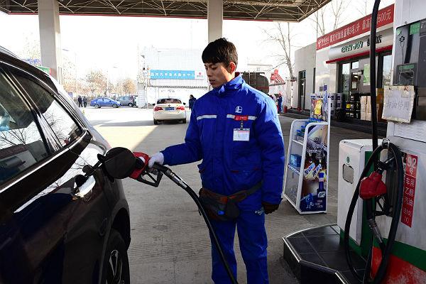 КНР снижает цены на бензин для поддержки экономики