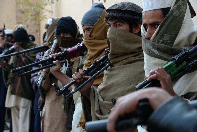 В Афганистане террористами похищены 40 водителей грузовиков