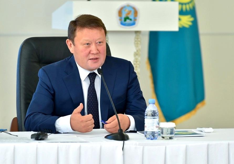 Аксакалов пригрозил предприятиям СКО штрафами за низкие зарплаты сотрудникам