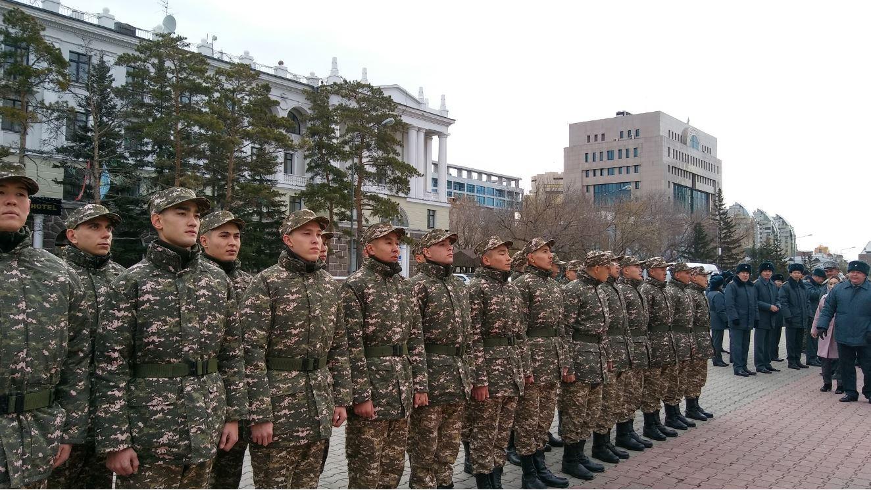Первые столичные призывники десантно-штурмовых войск отправились в Капшагай