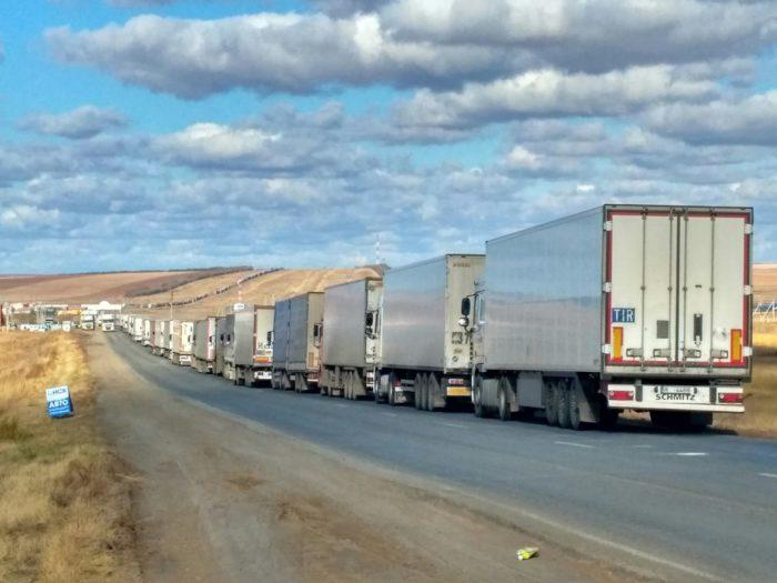 Сотни фур продолжают простаивать на казахстанско-российской границе