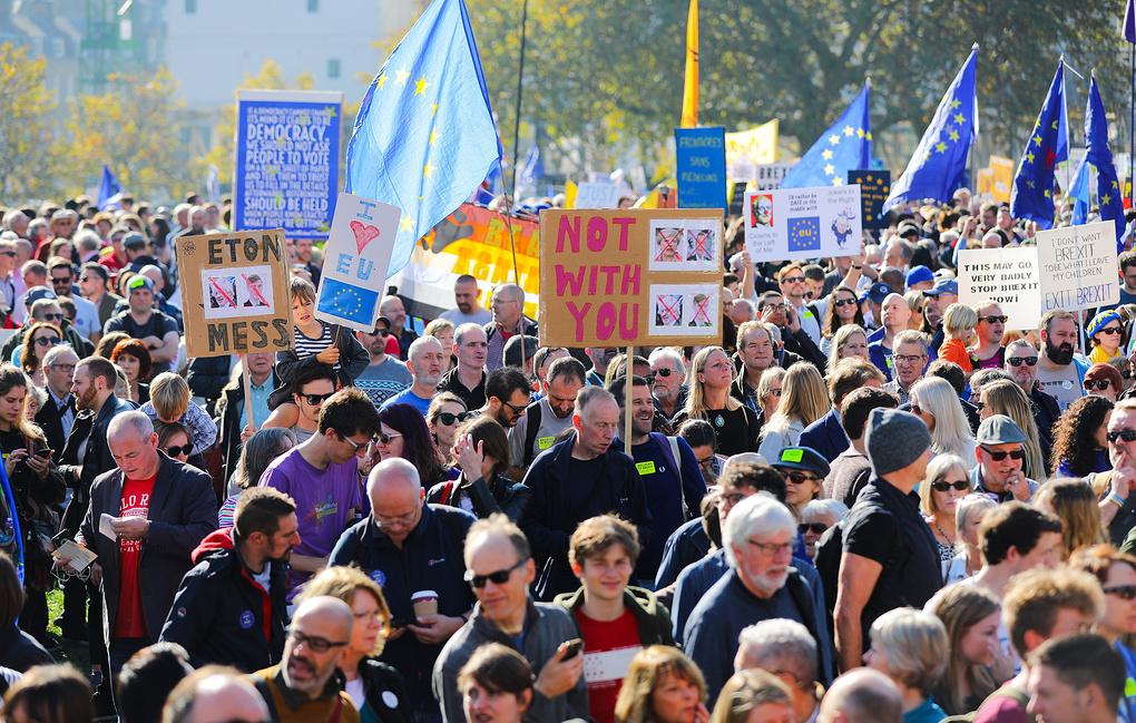 Более 100 тыс человек вышли на улицы Лондона с требованием нового референдума по Brexit