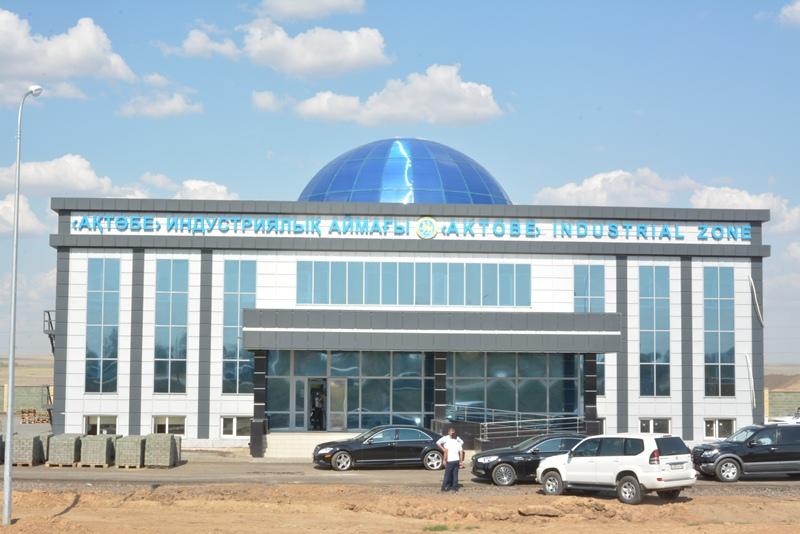 """Назарбаев ознакомился с работой индустриальной зоны """"Актобе"""""""