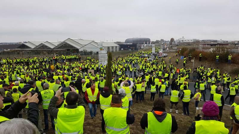 Во Франции протесты против повышения цен на бензин продолжаются пятый день