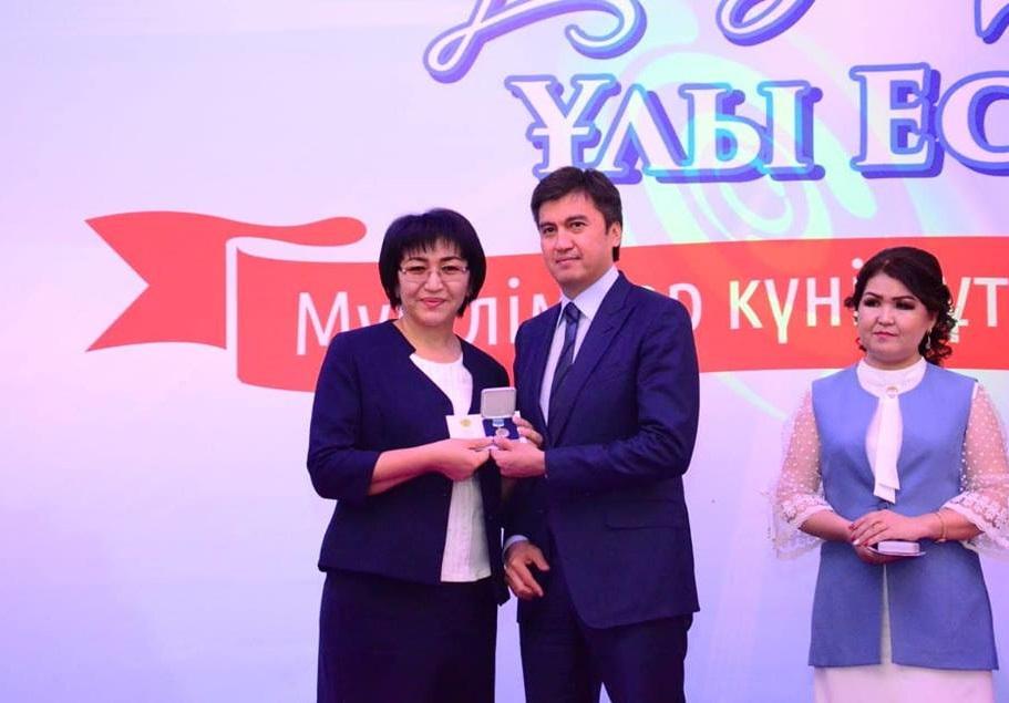 """Педагоги Шымкента получили первые жилищные сертификаты по программе """"7-20-25"""""""