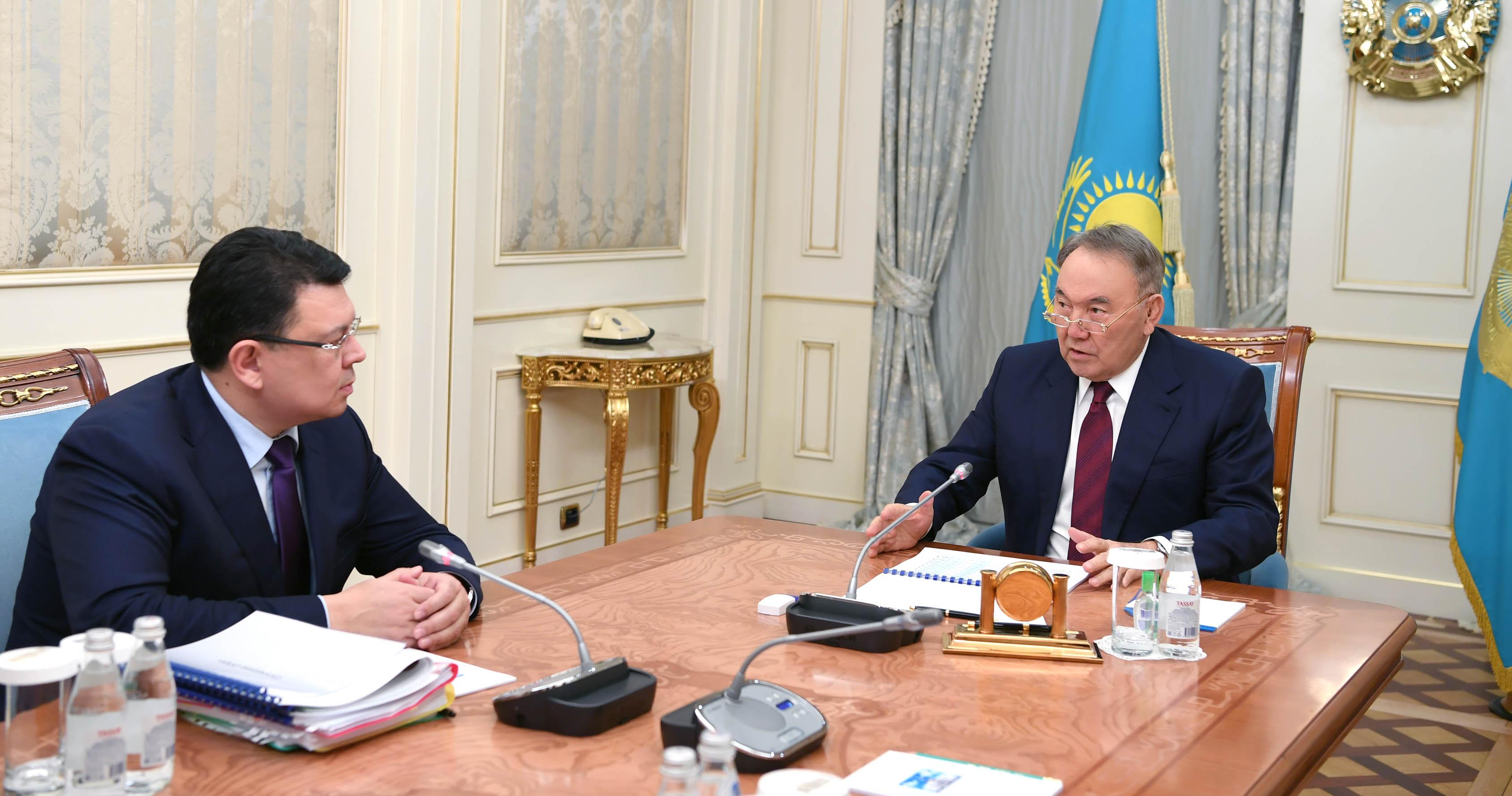 Назарбаев провел встречу с министром энергетики Канатом Бозумбаевым