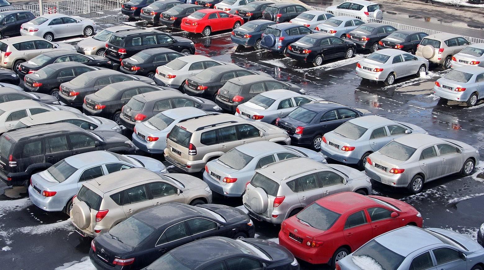 В Казахстане выросло количество зарегистрированных легковых авто