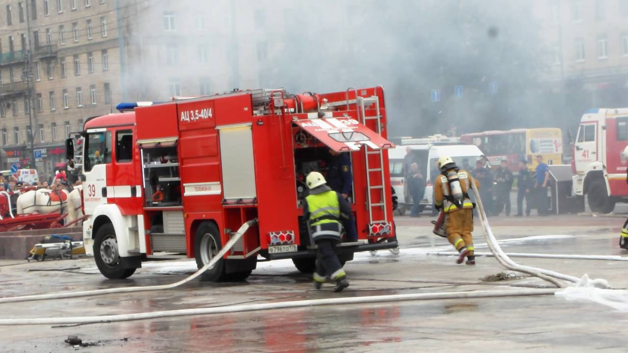 В Санкт-Петербурге горит крупный супермаркет