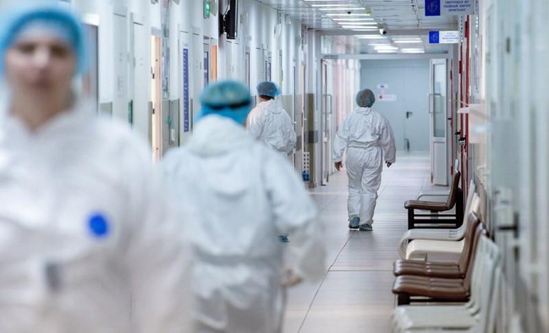 Почти 2000 медработников получили надбавки к зарплате в Нур-Султане