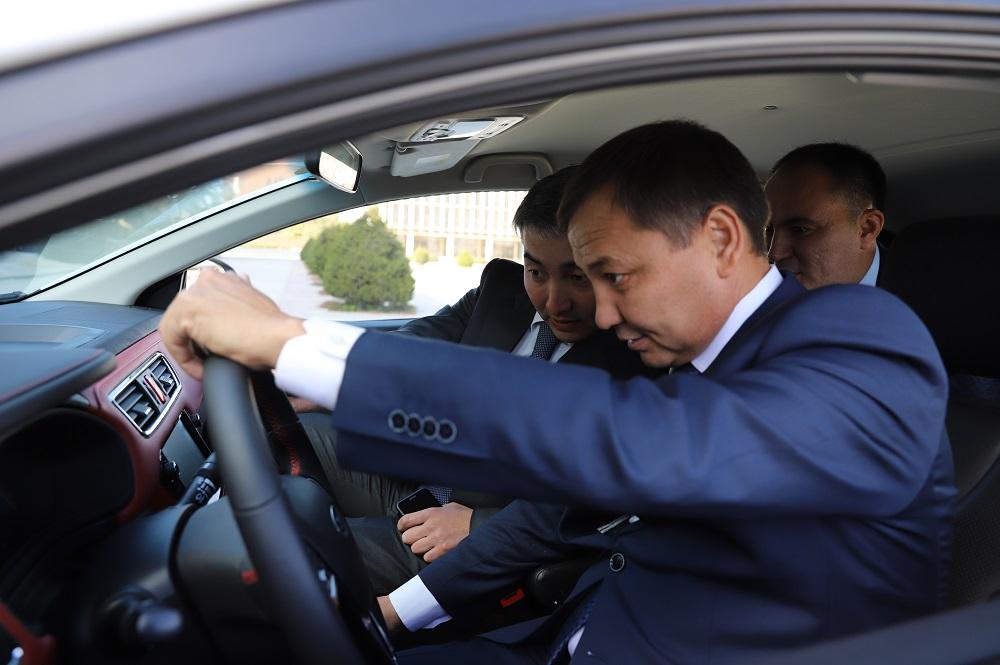 В Казахстане намерены запустить каршеринг электромобилей JAC EV7s