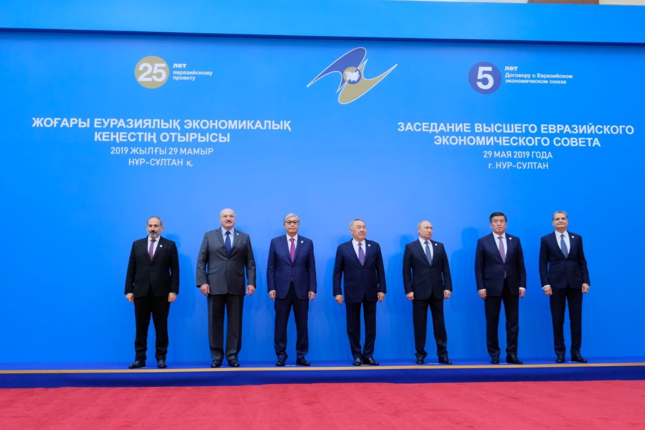 Владимир Путин предложил присвоить Нурсултану Назарбаеву новое звание