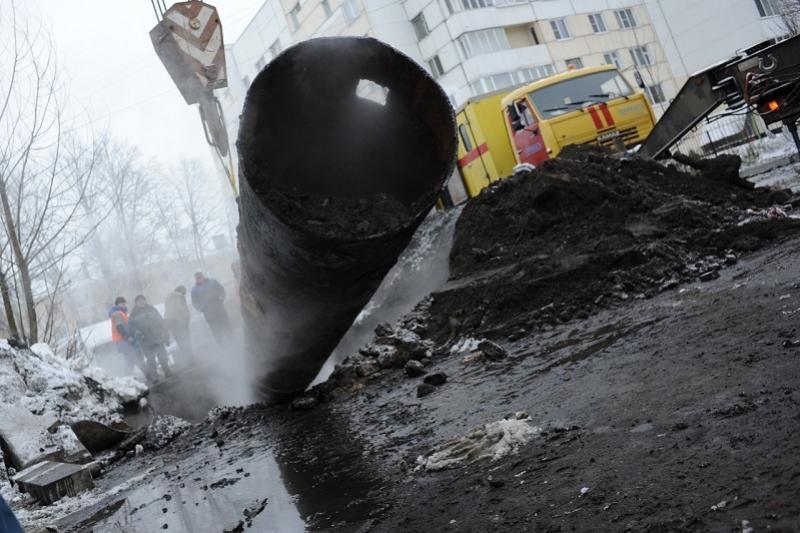 Крупная авария на магистральной теплотрассе произошла в центре Алматы
