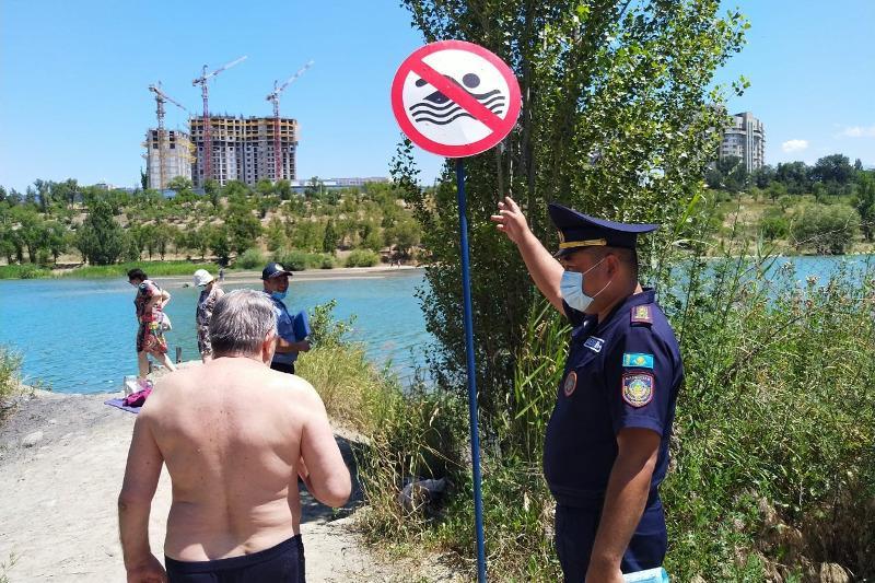 В Алматы спасли на водоеме гражданина Афганистана
