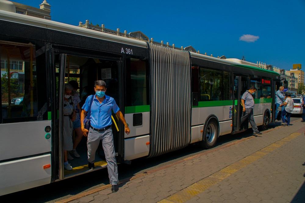 Вход без масок в автобус для пассажиров запрещен в Нур-Султане