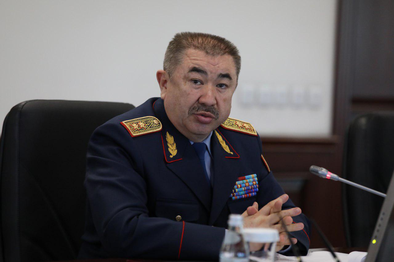 """Министр МВД Ерлан Тургумбаев: """"Полиция переходит на усиленный режим"""""""
