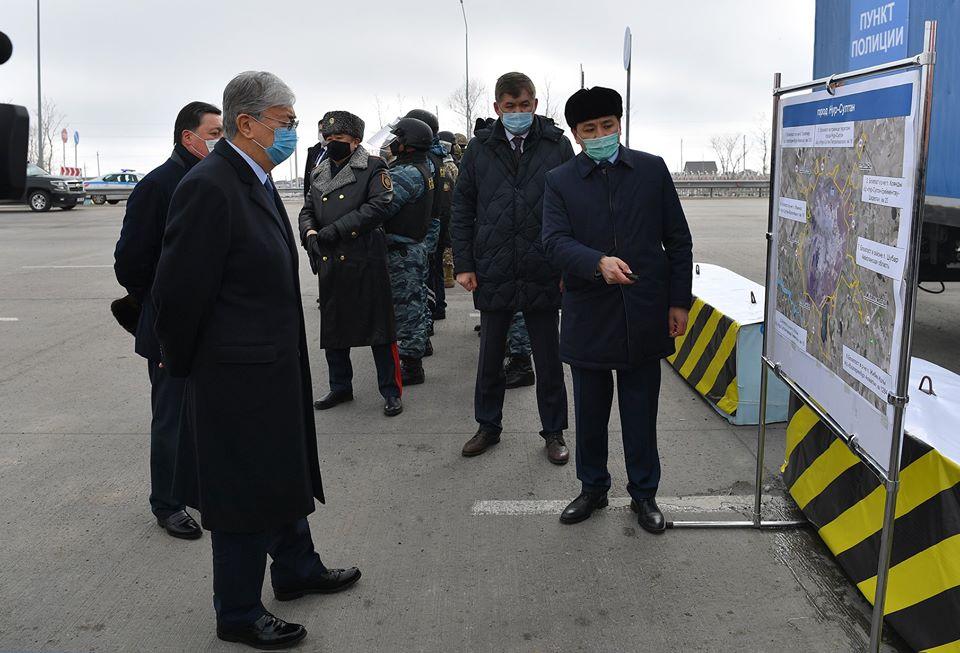 Касым-Жомарт Токаев посетил блокпост на въезде в город Нур-Султан