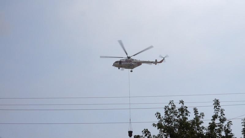 Вертолет привлечен к тушению пожара на складах в Алматы