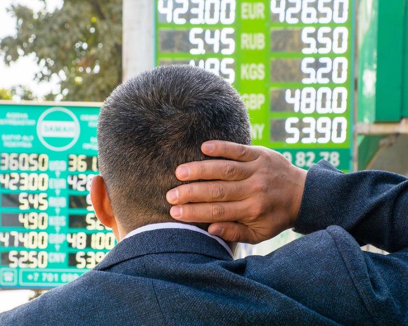 Казахстанцы, живущие в больших городах, чаще всего покупают евро
