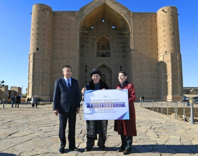 Түркістан қаласына миллионыншы туристі келді