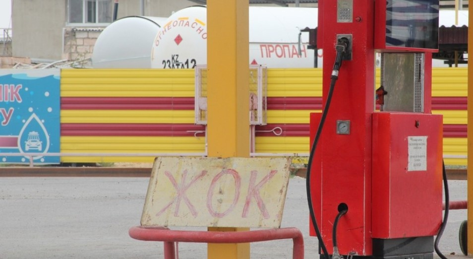 В Актюбинской области автотранспорт сжиженным газом заправляют только по талонам