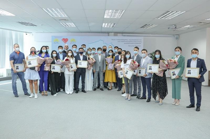Волонтеров, участвовавших в акции Biz Birgemiz, наградили благодарственными письмами