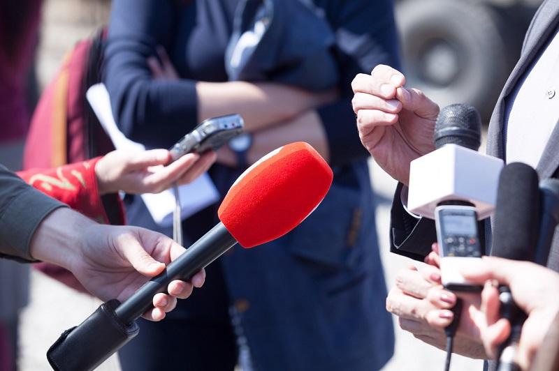 Журналисты и работники связи будут отмечать профессиональный праздник в разные дни