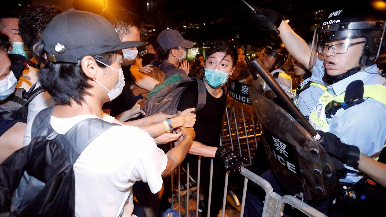 Из-за беспорядков власти Гонконга закрыли все правительственные офисы в центре города