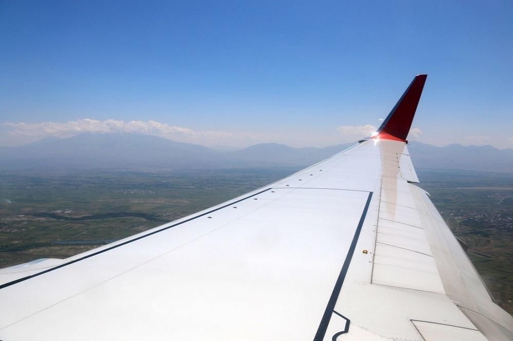 Самолет минобороны РК с оторванным крылом нашли в аэропорту Новосибирска