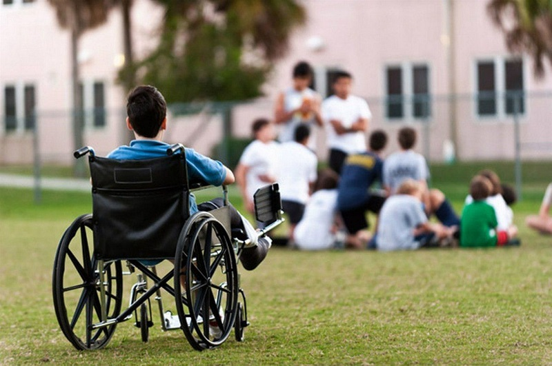 Мажилисмены попросили разработать новую программу поддержки детей-инвалидов