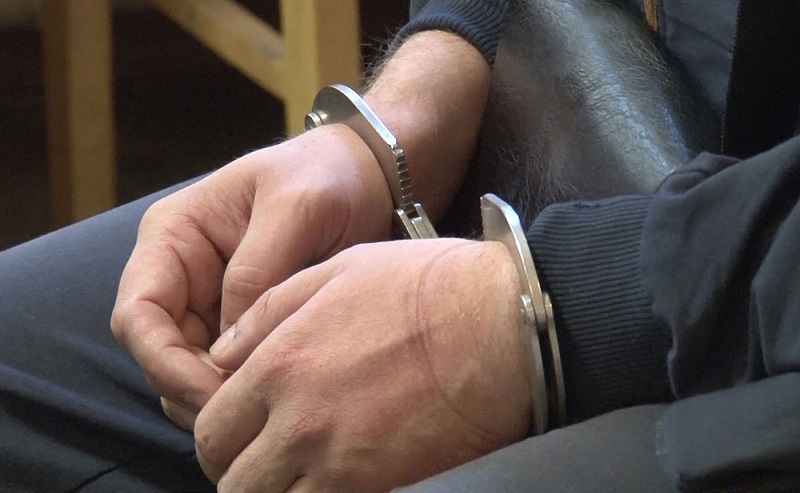 В Актобе задержан мужчина, записавший видеообращение с оружием в руках