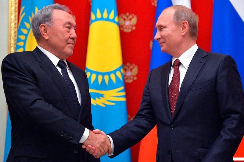 Назарбаев и Путин обсудили подготовку к заседанию Высшего Евразийского экономического совета в Петербурге