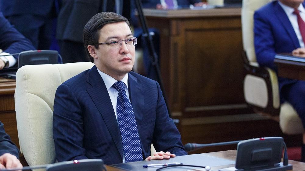 Акишев отверг идею фиксации курса тенге в валютном коридоре