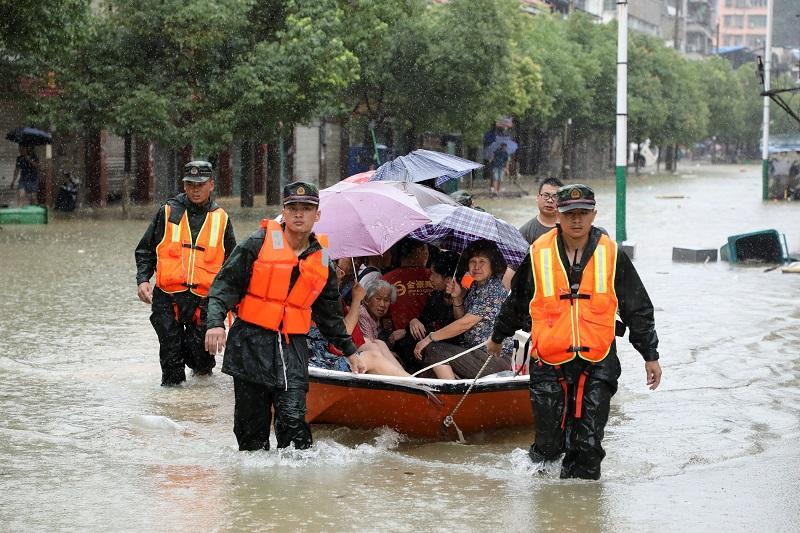 Более 60 человек в Китае стали жертвами наводнений