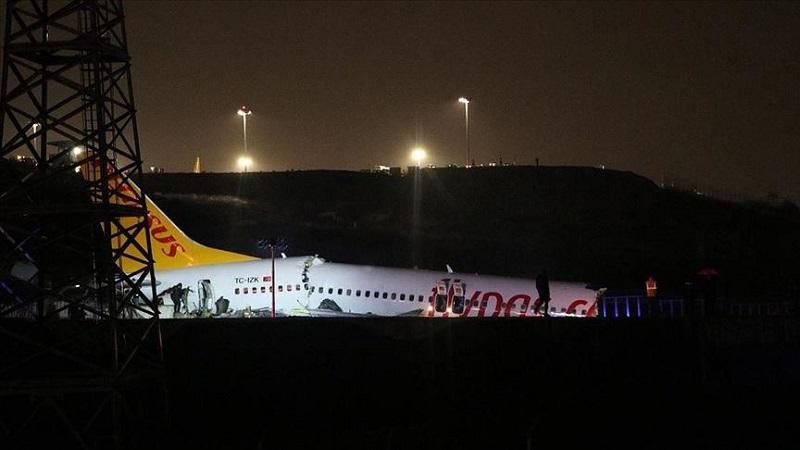 Число жертв жесткой посадки самолета в Стамбуле достигло трех