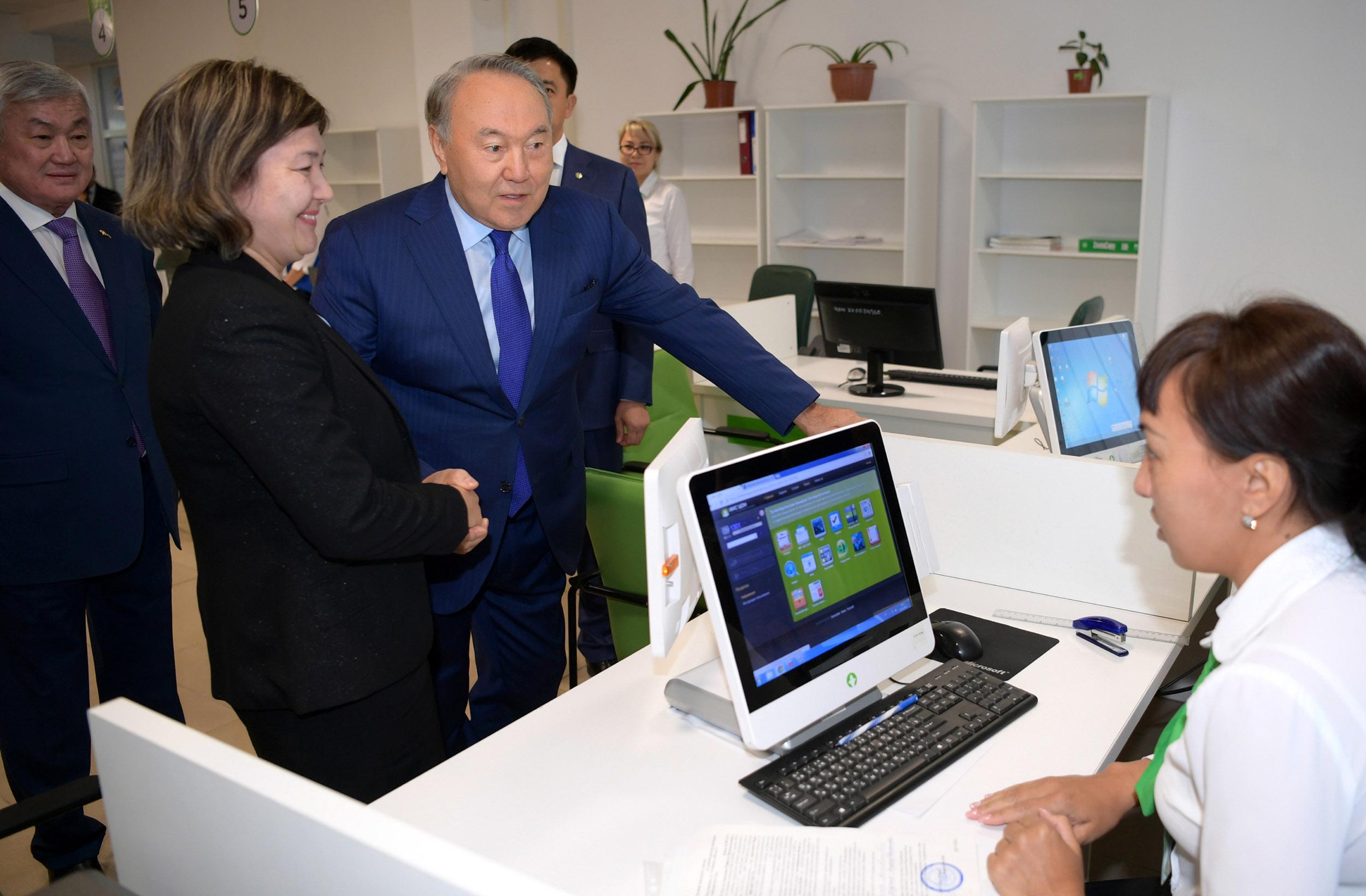 Президент РК ознакомился с работой Центра энергоэффективности в Актобе