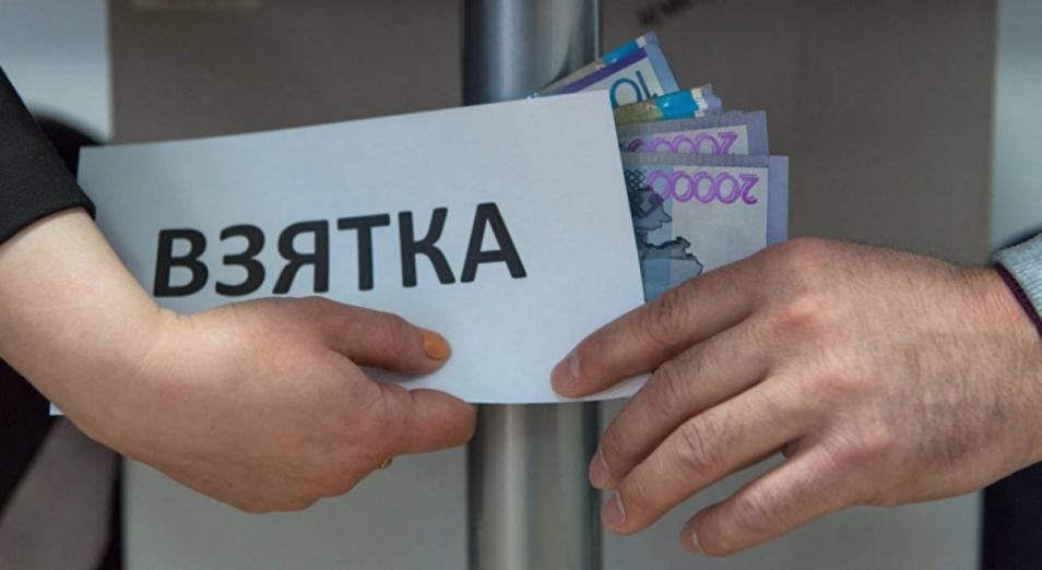 Таможенники и сотрудник акимата в ВКО задержаны за взяточничество во время ЧП