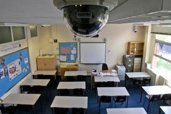 До 1 сентября во всех школах установят видеокамеры