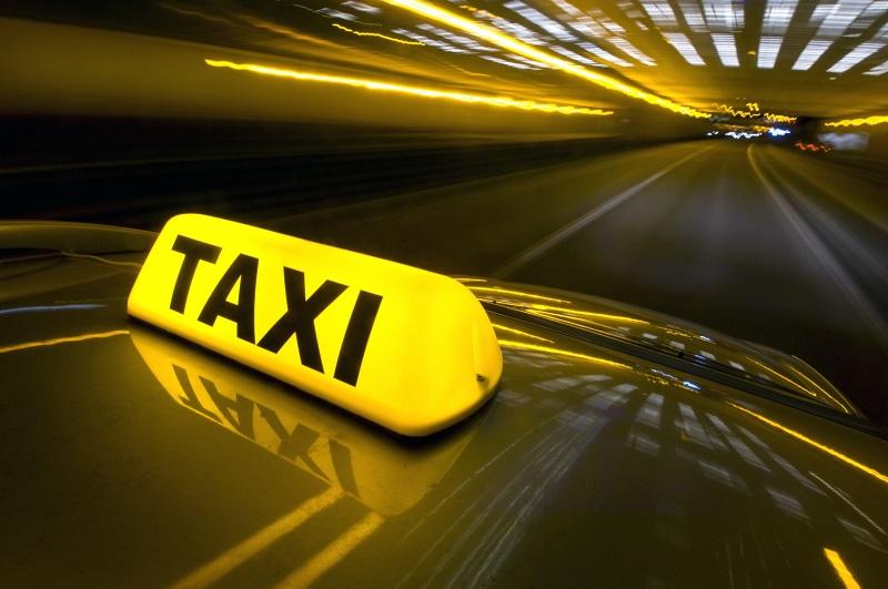 В Алматы нашли таксиста, обманувшего пассажира на 33 тысячи тенге