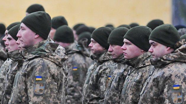 Украина вводит военное положение в граничащих с РФ и Приднестровьем областях