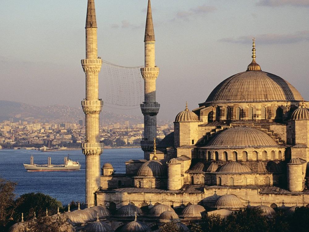 Впервые более чем за два месяца в турецких мечетях прошли пятничные молитвы