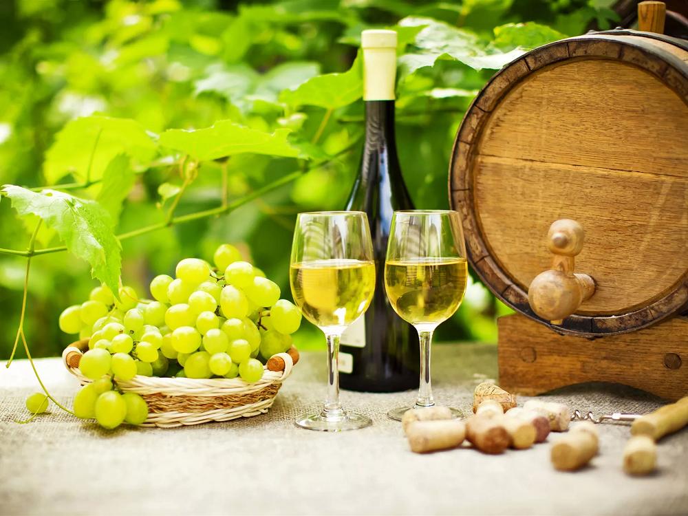 Как выбрать алкоголь на Новый год: Минздрав РФ дал рекомендации по выбору