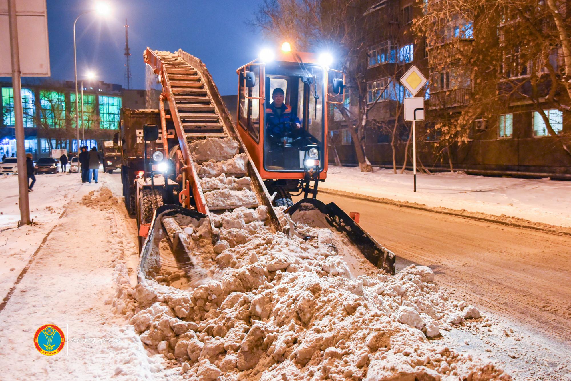 Астана көшелеріне бір күнде көктайғаққа қарсы реагенттің 5,28 тоннасы себілді