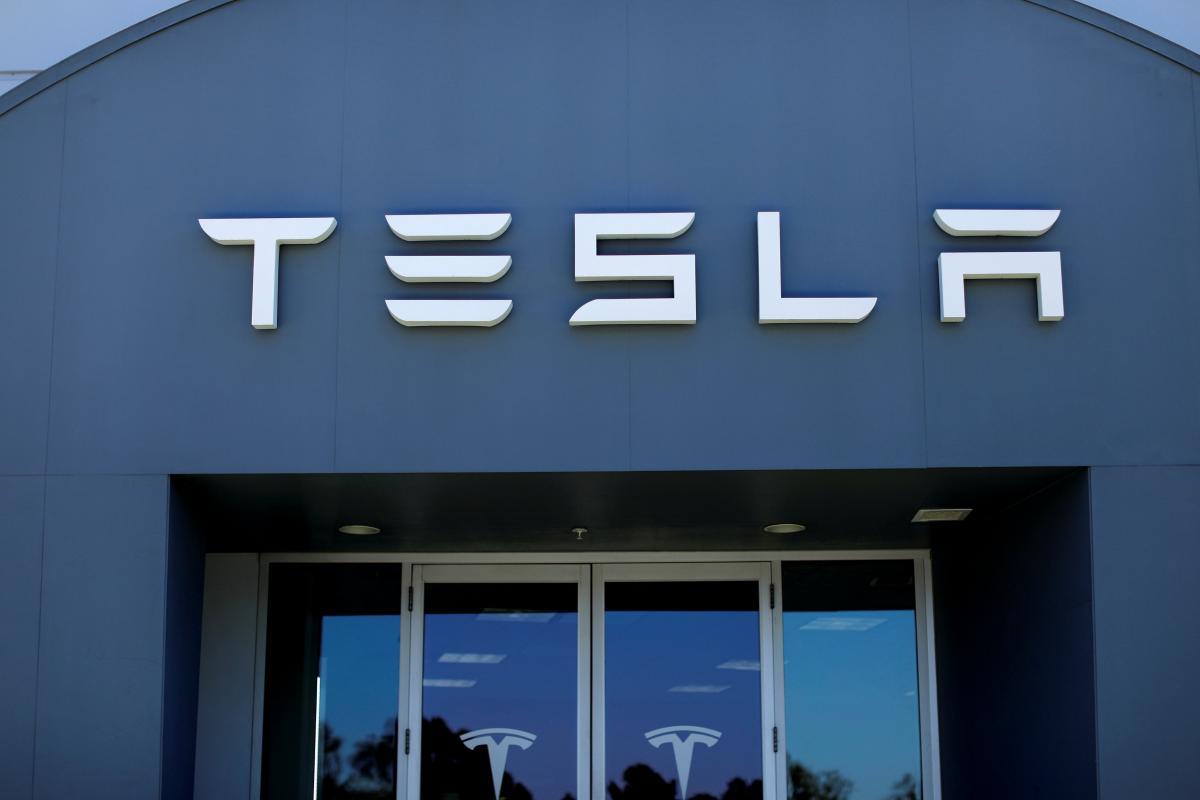 Строительство завода в Шанхае начинает Tesla