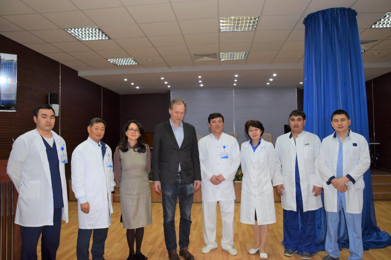 В Нур-Султане профессор из Германии провел мастер-класс для врачей