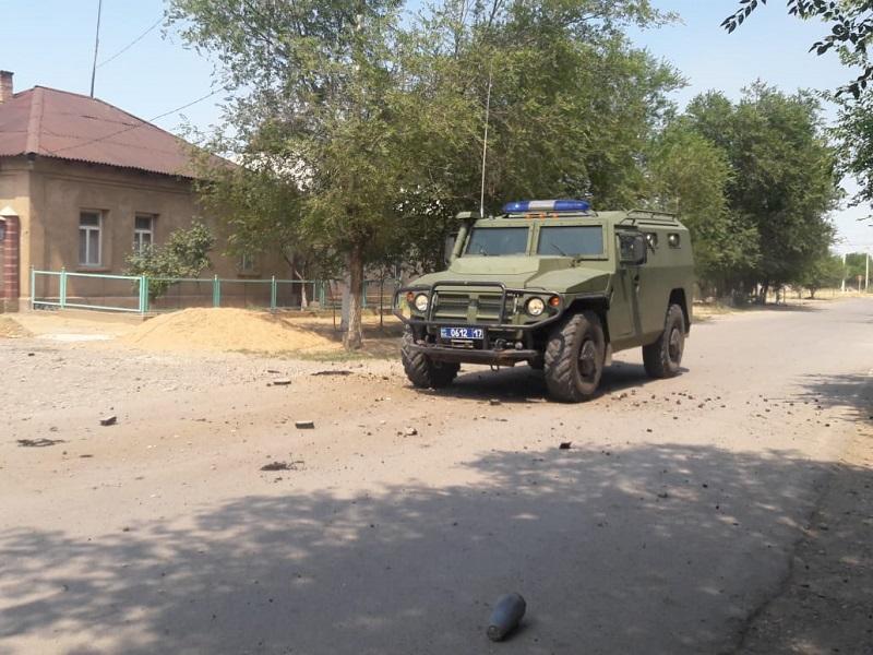 Бронетехнику намерены использовать для тушения пожара на складе боеприпасов на юге Казахстана
